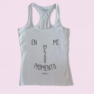 Camiseta de tirantes blanca Calambur 100% algodón estampada con mensaje humorístico (frase chistosa) y expresión chilena en mi mejor momento