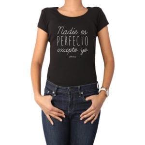 Polera Mujer Calambur 100% algodón diseño Nadie es perfecto excepto yo negro